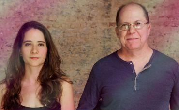 Alice Passos e Mauricio Carrilho, duo afiado de violão e voz
