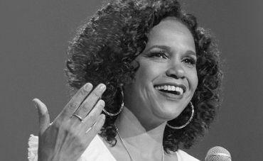 Teresa Cristina apresenta 'Um Sorriso Negro' no Circo Voador