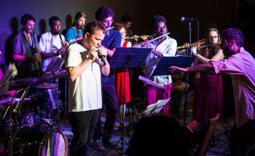 Orquestra de Sopros Pro Arte e Gabriel Grossi homenageiam Tom Jobim