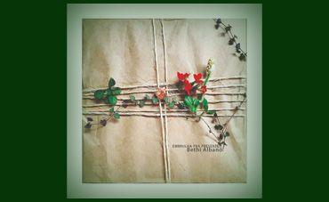 Bethi Albano costura a linha do tempo no CD 'Embrulha pra presente'