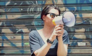 """""""Novas familias"""", de Marina Lima, ganha clipe sobre o cotidiano da cantora"""