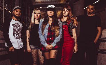 Entrevista com Fernanda Terra - Baterista da banda Feya