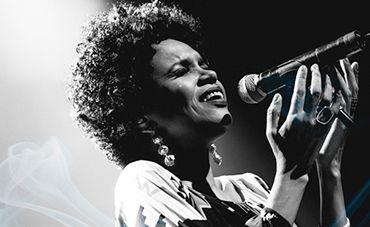 Teresa Cristina canta Cartola ao vivo