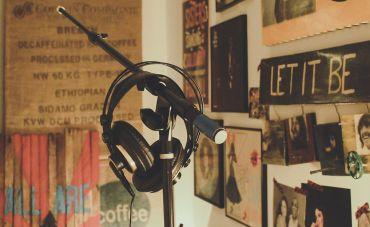 Desmaterialização e desprofissionalização na música