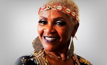 Elaine Machado apresenta show 'De Corpo e Alma' no Teatro Rival