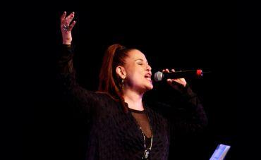 Ithamara Koorax canta a divina Elizeth Cardoso no Teatro Rival