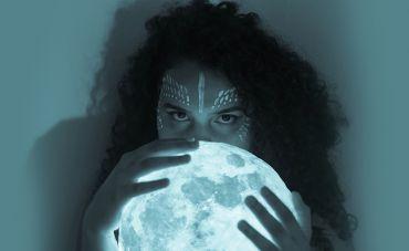 Nathy Bomfim lança o EP 'Fugere Urbem'
