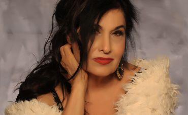 Cantora Hanna apresenta o show 'Celebração dos 60 anos da Bossa nova', no Iate Clube