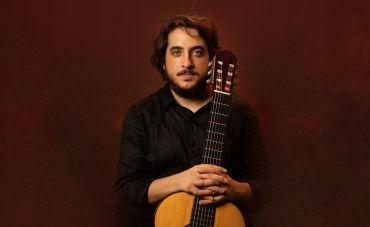 O violonista e compositor João Camarero lança o primeiro de dois singles pela Biscoito Fino